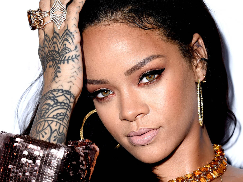 RIHANNA: OPPORTUNITIES DON'T COME TWICE