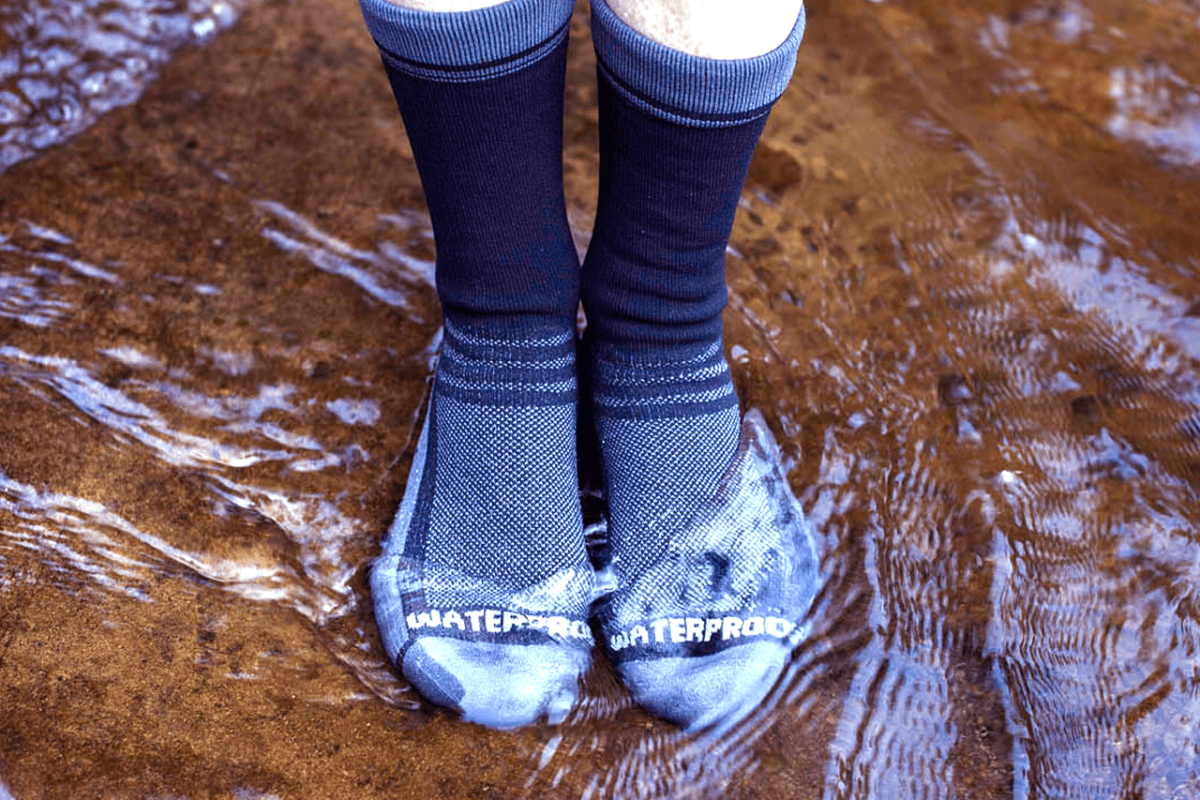 KEEPING FEET DRY WITH WATERPROOF SOCKS