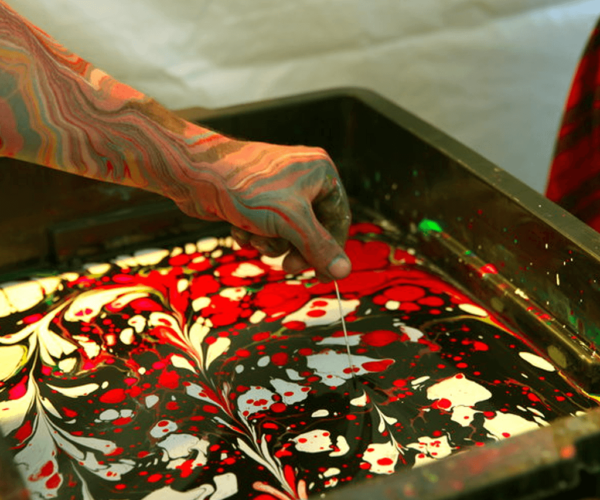 BODY MARBLING: TURN YOUR ARM INTO A WORK OF ART