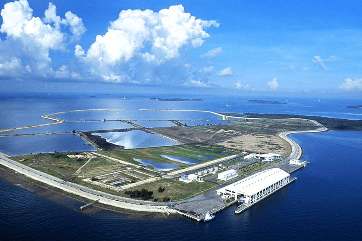 SINGAPORE'S RESORT LANDFILL